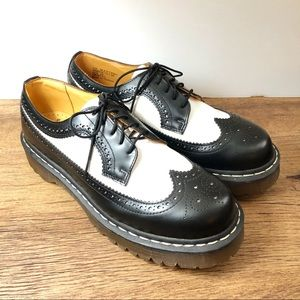Dr. Martens Black and White Wing Tip Oxford Sz 10